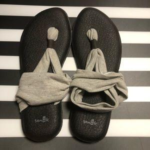 NWOT Sanuk Yoga Sandals 9 Gray